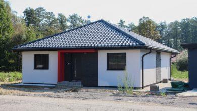 """První z dokončených rodinných domů z developerského projektu """"U Skučáku"""""""